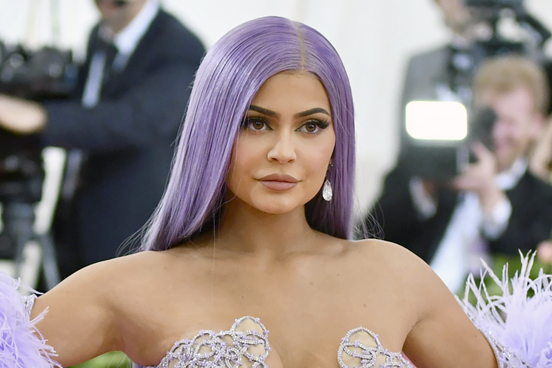 Kylie Jenner sells majority stake in her cosmetics business - Dudley News
