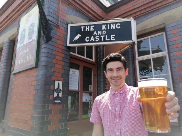 Dudley News: Bar manager at the King and Castle pub in Kidderminster, Kevin Slade, ready to reopen with a street food extravaganza on July 4. Photo by Dan Shorthouse