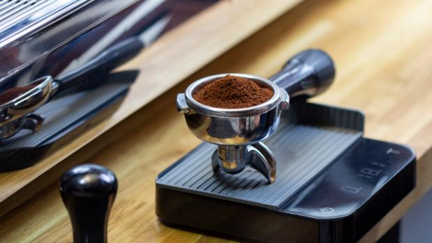 Dudley News: A kitchen scale can help you navigate the bean-to-water ratio for the perfect brew. Credit: Getty Images / Chepko