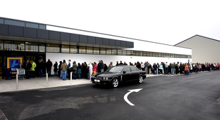 Bargain hunters turn out for Aldi opening