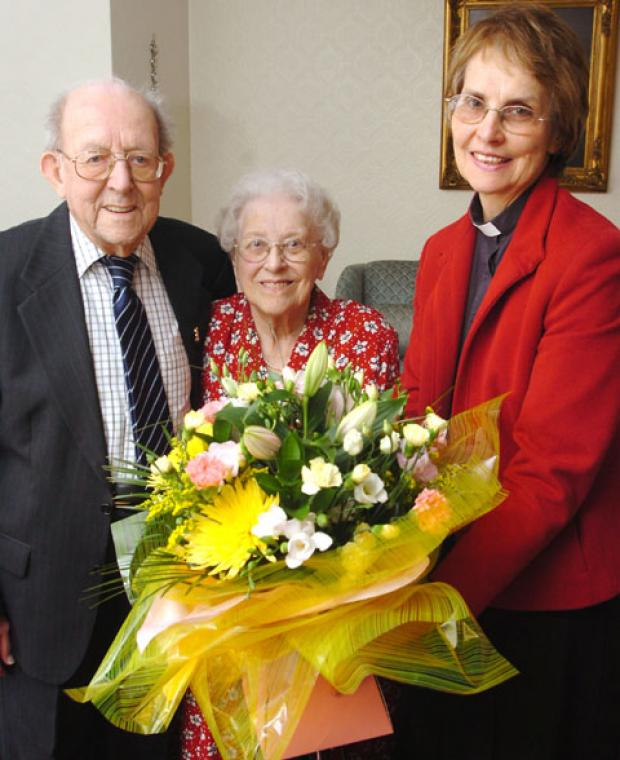 Sidney and Vivienne Wheeler with Rev Beryl Pritchett. Buy photo: 211206L