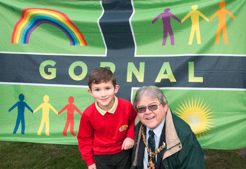 Jack Rogers, from Roberts Primary School with mayor Melvyn Mottam and the new Gornal flag. Buy photo: 501212MH