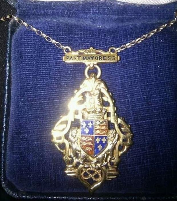 Dudley News: The mayoral chain stolen in the Netherton raid