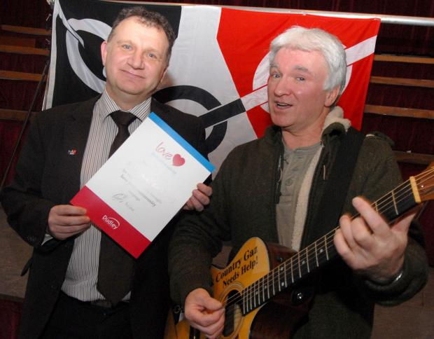 Black Country Gaz being presented with love your community certificate by Cllr Pete Lowe 071426M