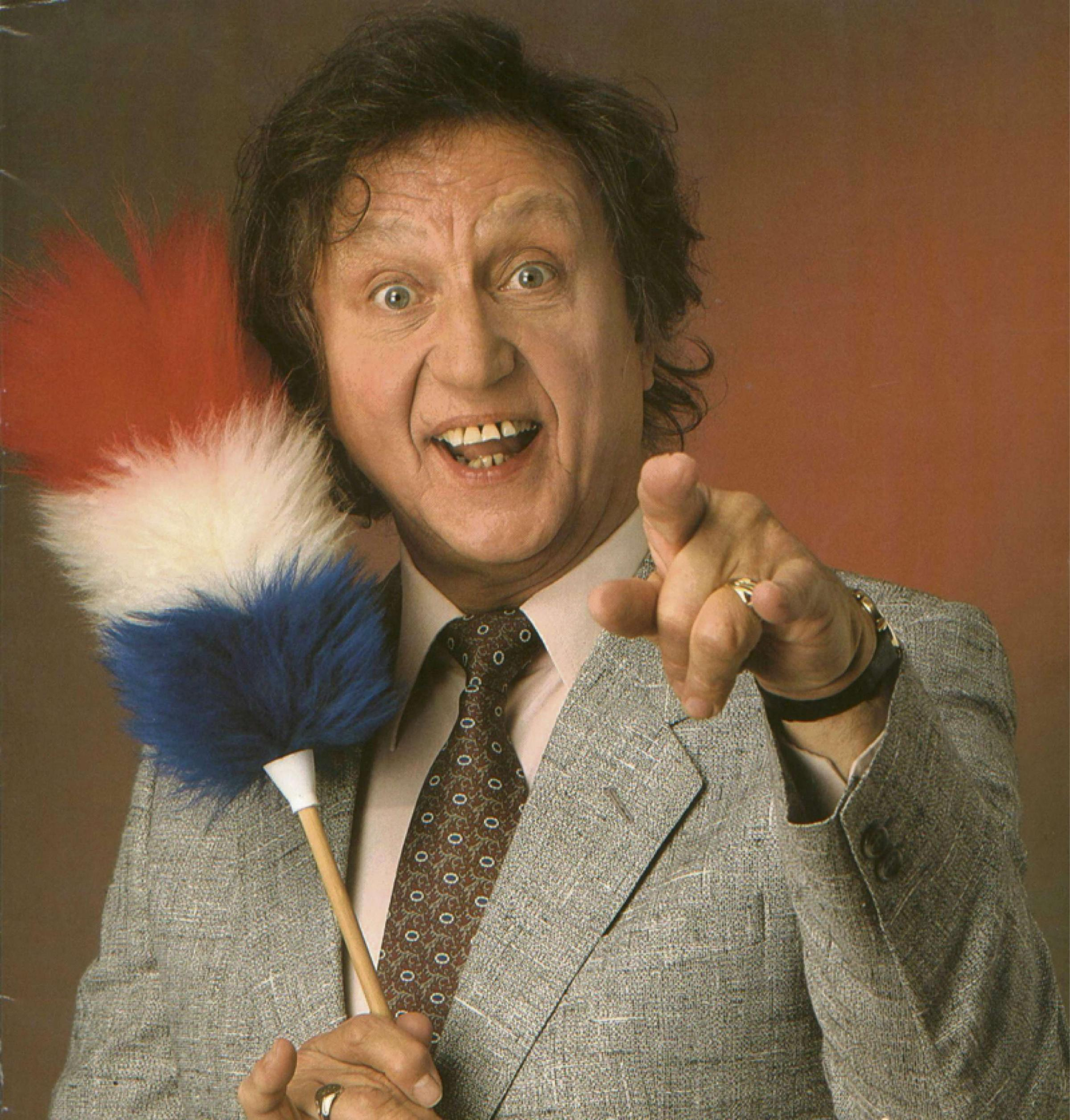Comedy legend Ken Dodd has hit out at plans to demolish Dudley Hippod