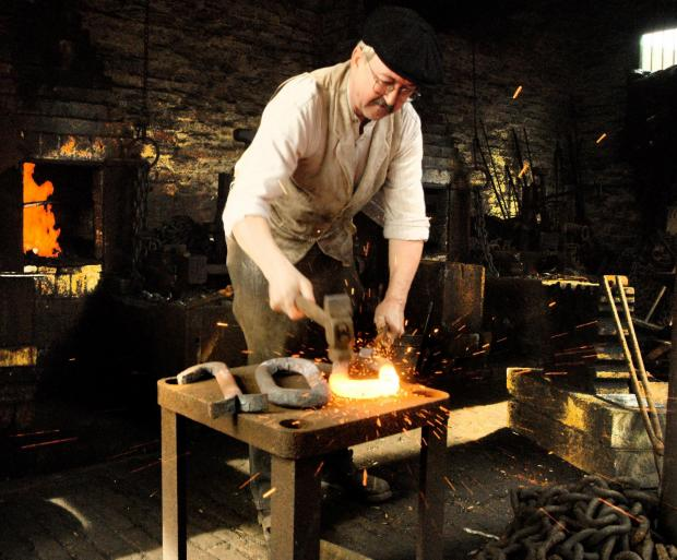 Dudley News: Metalworker Kevin Lowe forging the number 100 at the Black Country Living Museum. 121408L