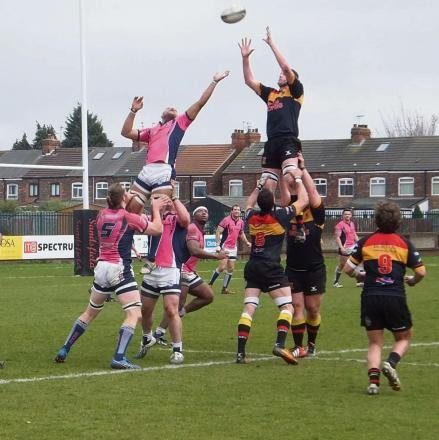 Hull secure lineout ball on the Stourbridge 22. Photo: Annette Sandy.