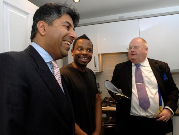 L - r Afzal Amin, housebuyer Wesley Alcinder and Eric Pickles MP in the showhome kitchen at Friers Gate181403L