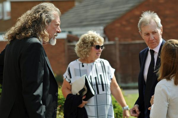 Rock legend Robert Plant and singer Bev Pegg were among people paying their respects at Tommy Mundon's funeral