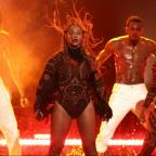 Dudley News: Beyonce makes surprise appearance at BET Awards to perform Freedom