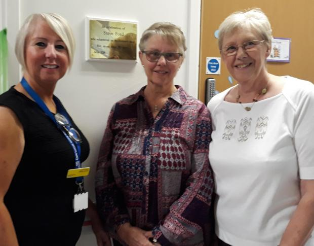 Dudley News: Hospital chief executive Diane Wake with relatives Gill Rees and Janice Glover